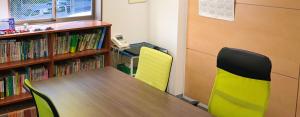三輪知雄法律事務所の打ち合わせ室は個室でプライバシーを確保